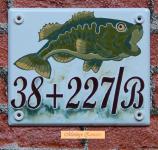 Házszámtábla 275